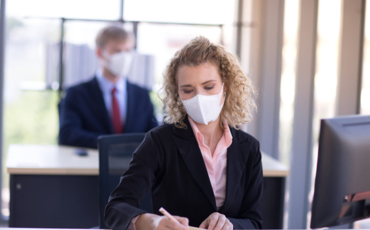 featured image woman wearing a mask at work to prevent the spread of coronavirus